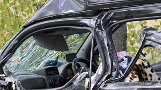 Шофьор се заби в жилищна сграда в Банско