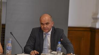 Бисер Петков: През последните години има двуцифрен ръст на минималната заплата в България