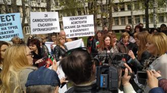 Мая Манолова се включи в протеста на медицинските сестри във Враца