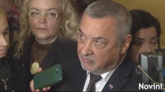 Валери Симеонов се кара на журналисти, и той имал нужда от женско внимание