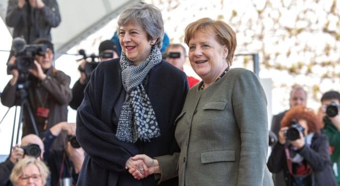 Британският премиер Тереза Мей и германският канцлер Ангела Меркел са