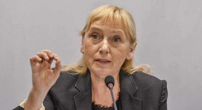 Елена Йончева: Подадените оставки са бягство от отговорност