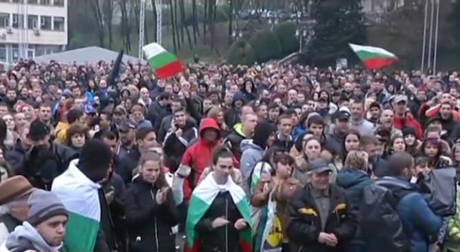 В Габрово отново илзязоха на протест. Градът остава под обсадата
