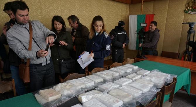 Снимка: РДВР Варна показа намерения в морето кокаин