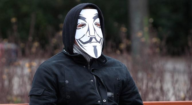 Anonymous скочи на Лондон след ареста на Джулиан Асандж