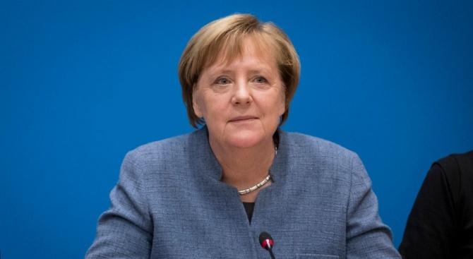Канцлерът на Германия Ангела Меркел смята, че само политическият процес