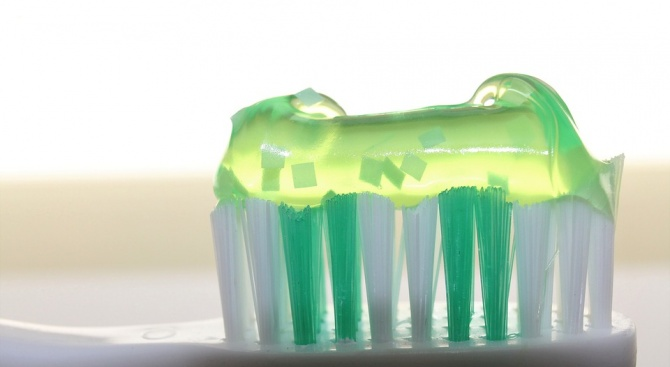 Снимка: Продуктите за избелване на зъби могат да причинят кариес
