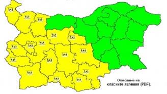 Жълт код за обилни валежи в 16 области на страната утре