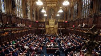 Британският парламент прие закон, забраняващ Брекзит без сделка