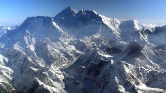 Специална експедиция измерва височината на Еверест