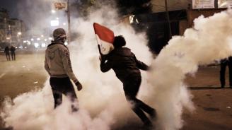 Алжирската полиция използва сълзотворен газ срещу демонстранти
