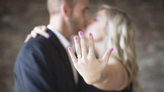 Актьор предложи брак на колежка по време на премиера на спектакъл в Търговище
