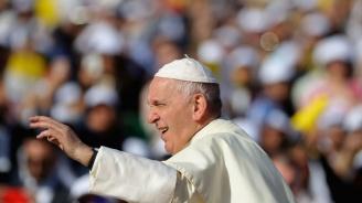 Папата целуна краката на южносуданските лидери и ги призова да запазят мира в страната