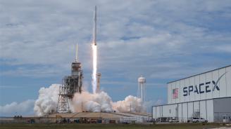 Най-мощната ракета в света изпълни първи търговски полет
