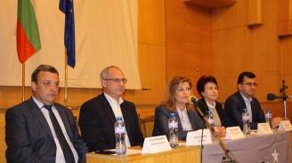 Асим Адемов и Антон Тодоров връчиха членските карти на над 30 новоприети членове на партия ГЕРБ в Перник