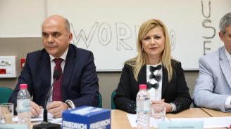 Бисер Петков и депутатът Светлана Ангелова посетиха Русе и Две могили