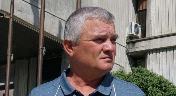 """Росен Марков подарява на Данаил Кирилов """"кофа за подигравка със съда"""""""