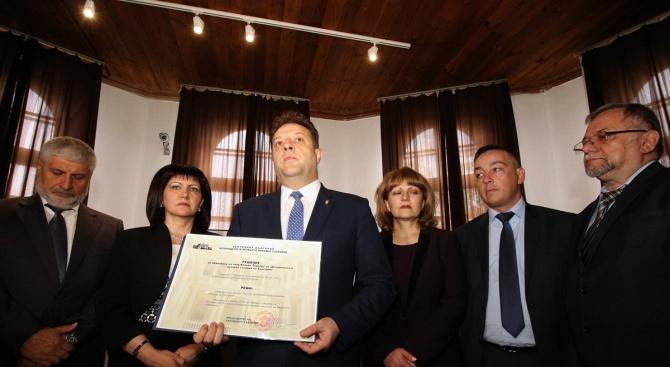 Цвета Караянчева откри във Велико Търново изложба, посветена на 140 години от Учредителното събрание и приемането на Търновската конституция