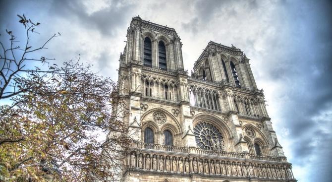 """Пожар е избухнал в катедралата """"Нотр Дам"""" в Париж, съобщава"""