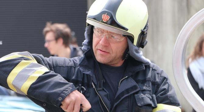 """Френската пожарна служба: Не е сигурно дали ще спрем пожара в """"Нотр Дам"""""""