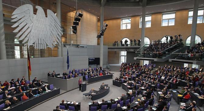 """Германският парламент глоби крайнодясната партия """"Алтернатива за Германия"""" с над"""