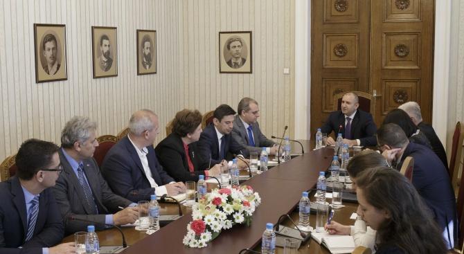 Радев: България трябва да имаготови за строителство инфраструктурни проекти, за да не пропускаме големите чуждестранни инвестиции