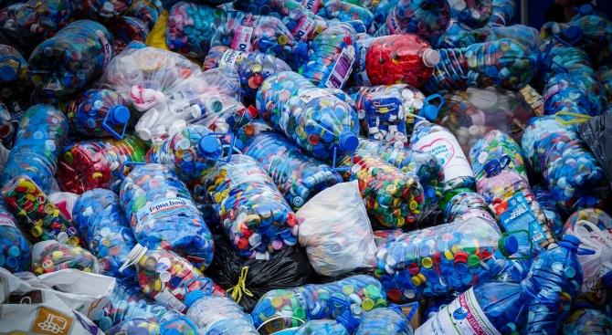 """""""Капачки за Бъдеще"""" събраха 52 тона пластмаса само в София"""