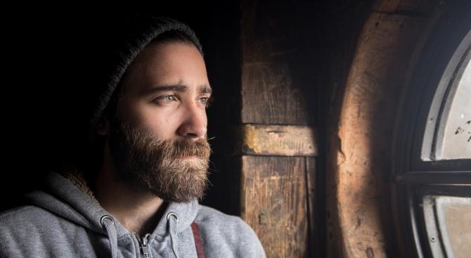 Снимка: В мъжката брада има повече бактерии, отколкото в козината на кучето