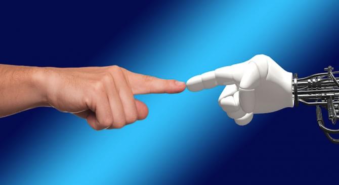 Снимка: Американец крои планове за брак с любимия си робот