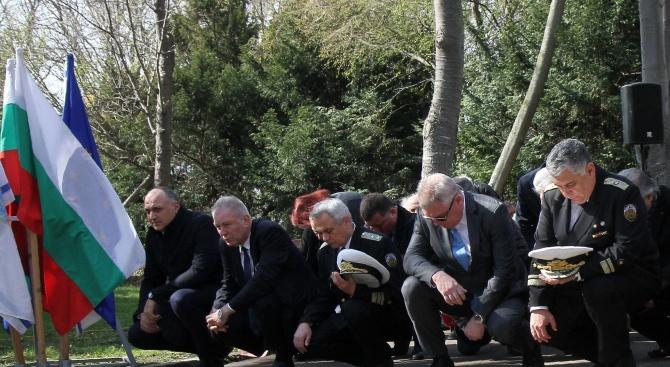 Снимка: Варна се поклони пред героите от Априлското въстание
