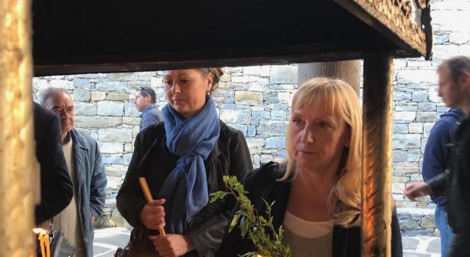Елена Йончева посети Троянския манастир на Цветница