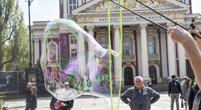 """С акция """"Балони на любовта""""граждани се обявиха срещу родителското отчуждение,"""