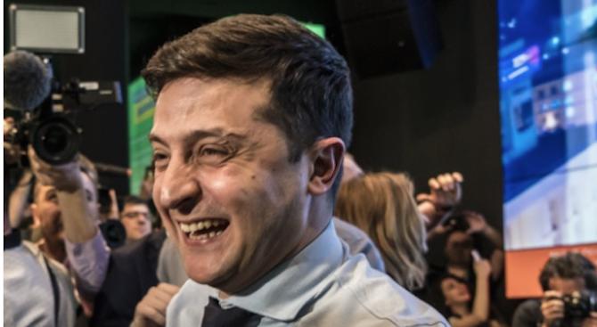 Съкрушителна победа накомика Зеленски на президентските избори в Украйна