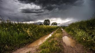 В западната половина от страната ще превали дъжд