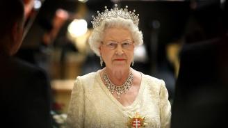 """Кралица Елизабет заяви, че е дълбоко натъжена от пожара в """"Нотр Дам"""""""