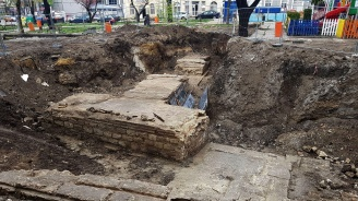 """Находки от три епохи изникнаха при разкопките по ул. """"Цар Симеон I"""" във Варна"""