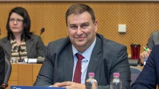 Емил Радев: Кибератака срещу европейските избори би била удар срещу демокрацията