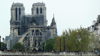 """Работници започнаха да укрепват конструкцията на """"Нотр Дам"""""""