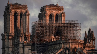 """Румънци продават по интернет """"пепел от катедралата Нотр Дам"""""""