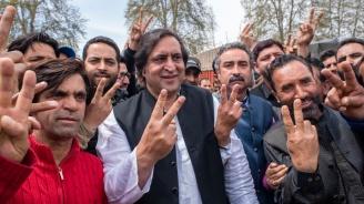 Индиец гласува за грешната партия и си отряза пръста