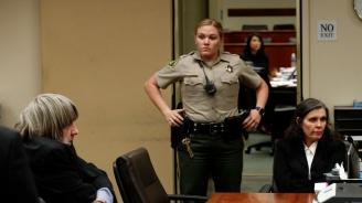 Доживотен затвор за майката и бащатана 13 деца от Къщата на ужасите в САЩ