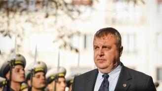 Каракачанов разпореди проверка на състоянието на сградния фонд на армията