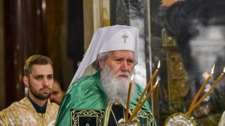 ПатриархНеофитотслужи Света литургия за Цветница