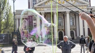 """Граждани се обявиха срещу родителското отчуждение с """"Балони на любовта"""""""