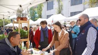 """Ева Майдел откри традиционния фермерски пазар на улица """"Оборище"""""""
