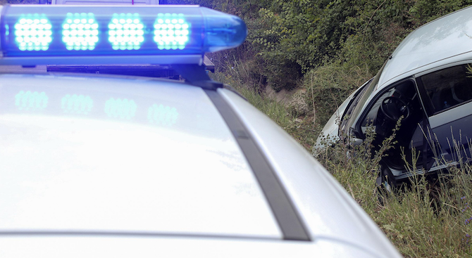 Мъртвопиян шофьор се качи с колата си на мантинелата на сливенски булевард