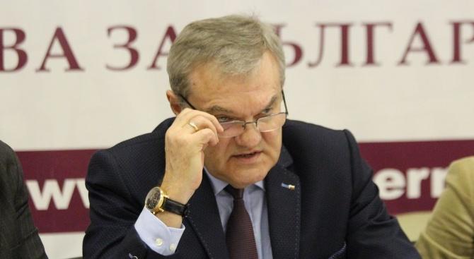 Румен Петков: Ръководството на БСП води битка с хора от партията