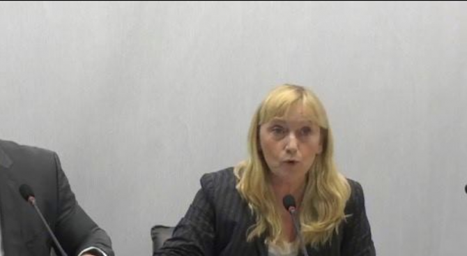 """Снимка: Йончева ще внесе жалбата по аферата """"Ало, Банов съм"""" в сряда"""