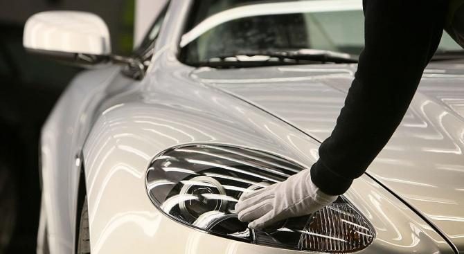 Луксозни марки за шампанско, часовници и автомобили, са сред платилите