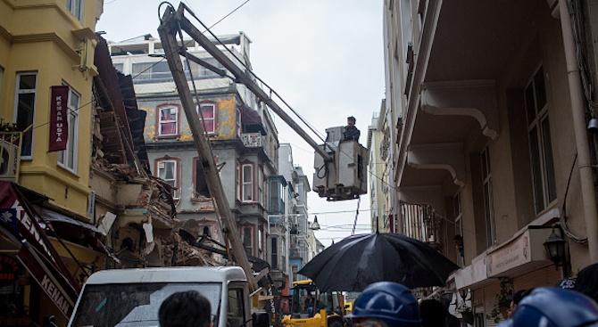 4-етажна сграда рухна в Истанбул. Няма жертви и пострадали при
